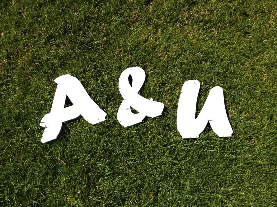 gigantskie-bukvy-dlya-oformleniya-svadby Большие буквы в свадебном декоре для оформления свадебного торжества и фотосессии