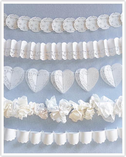 girlyanda-iz-azhurnyh-salfetok-na-svadbu Ажурные салфетки для создания декора и украшений для свадьбы