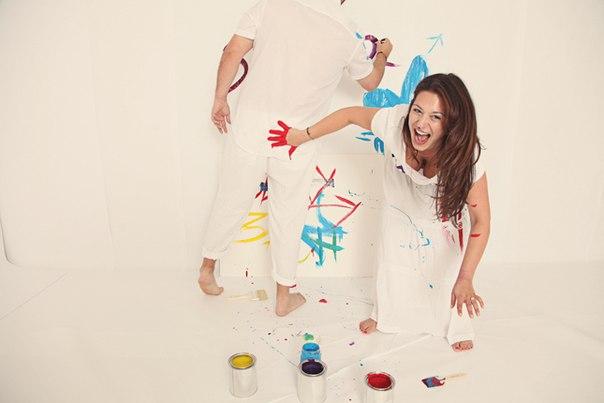 guash-na-svadebnoj-fotosessii Идея для свадебной фотосессии с красками