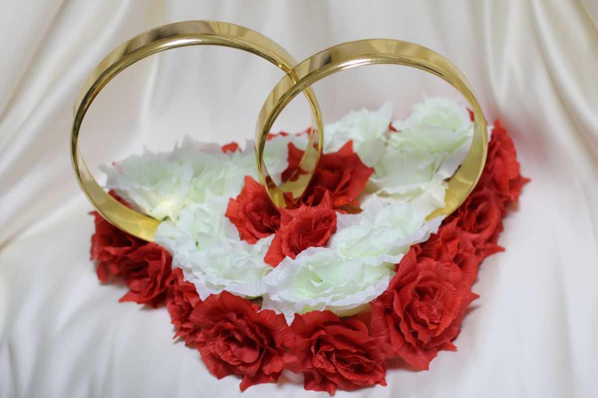 Виды декоративных колец для декора свадебного кортежа