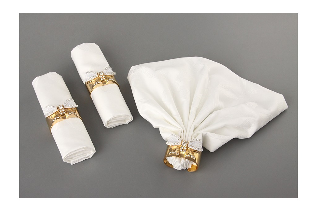 koltsa-dlya-salfetok-nestandartnoj-formy ТОП-10 колец для салфеток для сервировки свадебного стола