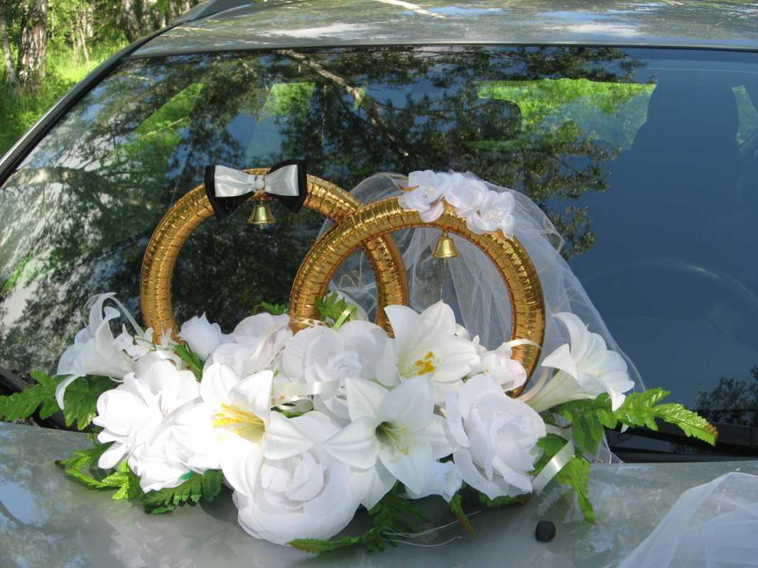koltsa-na-avto-zhenih-i-nevesta Виды декоративных колец для декора свадебного кортежа