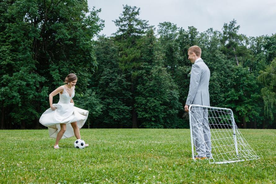 Свадебная фотосессия в футбольных мотивах