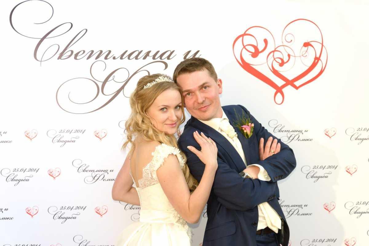 press-voll-na-svadebnom-torzhestve Пресс волл на свадьбу - интересная замена фотостены