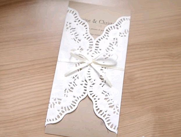 priglashenie-s-dekorom-iz-azhurnyh-salfetok Ажурные салфетки для создания декора и украшений для свадьбы