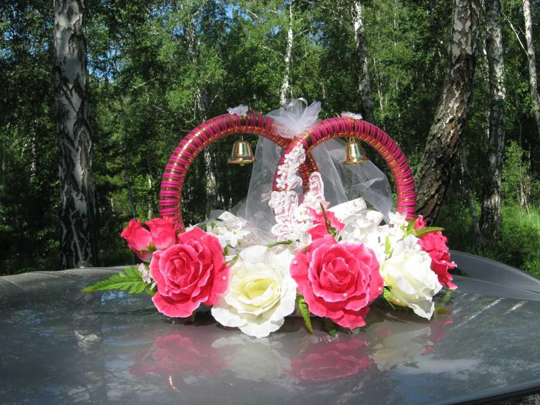 rozovye-koltsa-dlya-avto Виды декоративных колец для декора свадебного кортежа