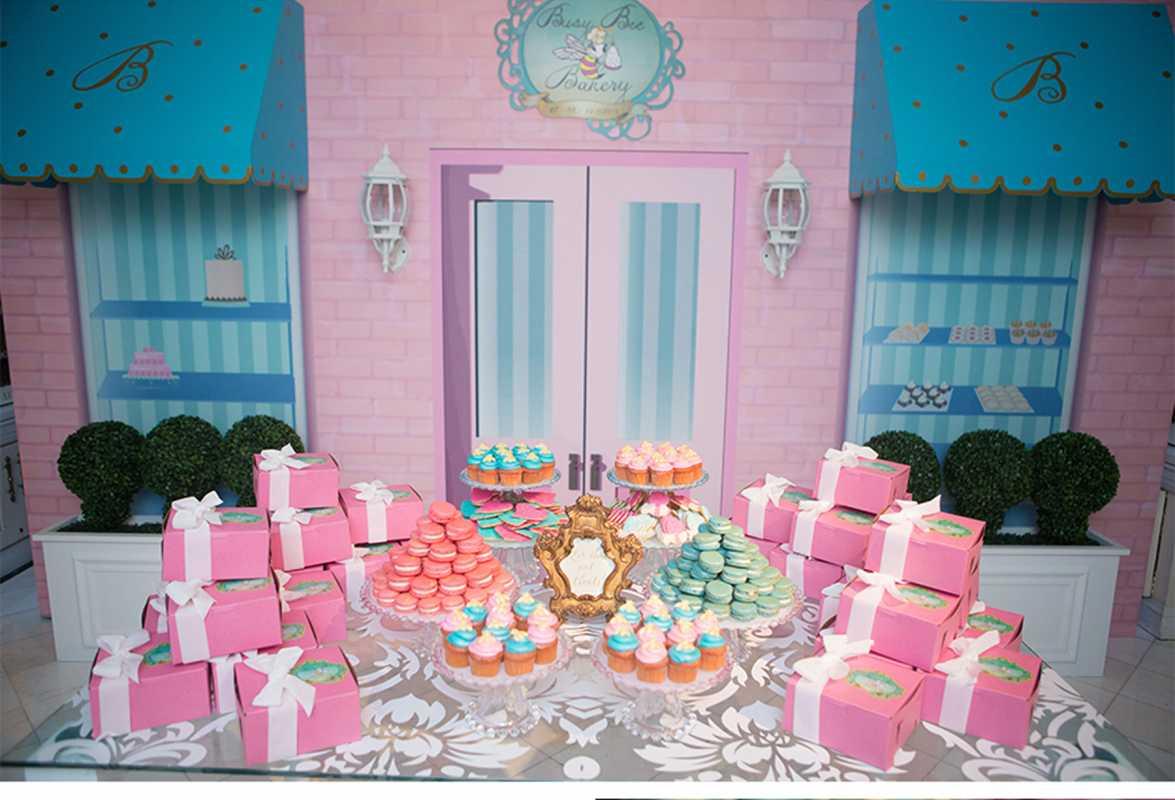 sladkij-desertnyj-stol-na-svadbu-v-rozovom-tsvete Сладкий десертный стол для свадьбы, какой выбрать?