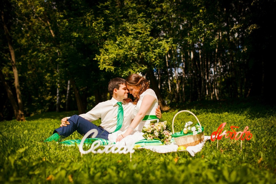 svadebnafya-fotosessiya-v-forme-piknika Свадебная фотосессия в форме пикника, сочетаем приятно с полезным