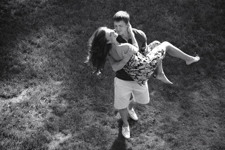 svadebnaya-fotosemka-v-cherno-belom-stile Нужна ли предсвадебная фотосъемка love story?