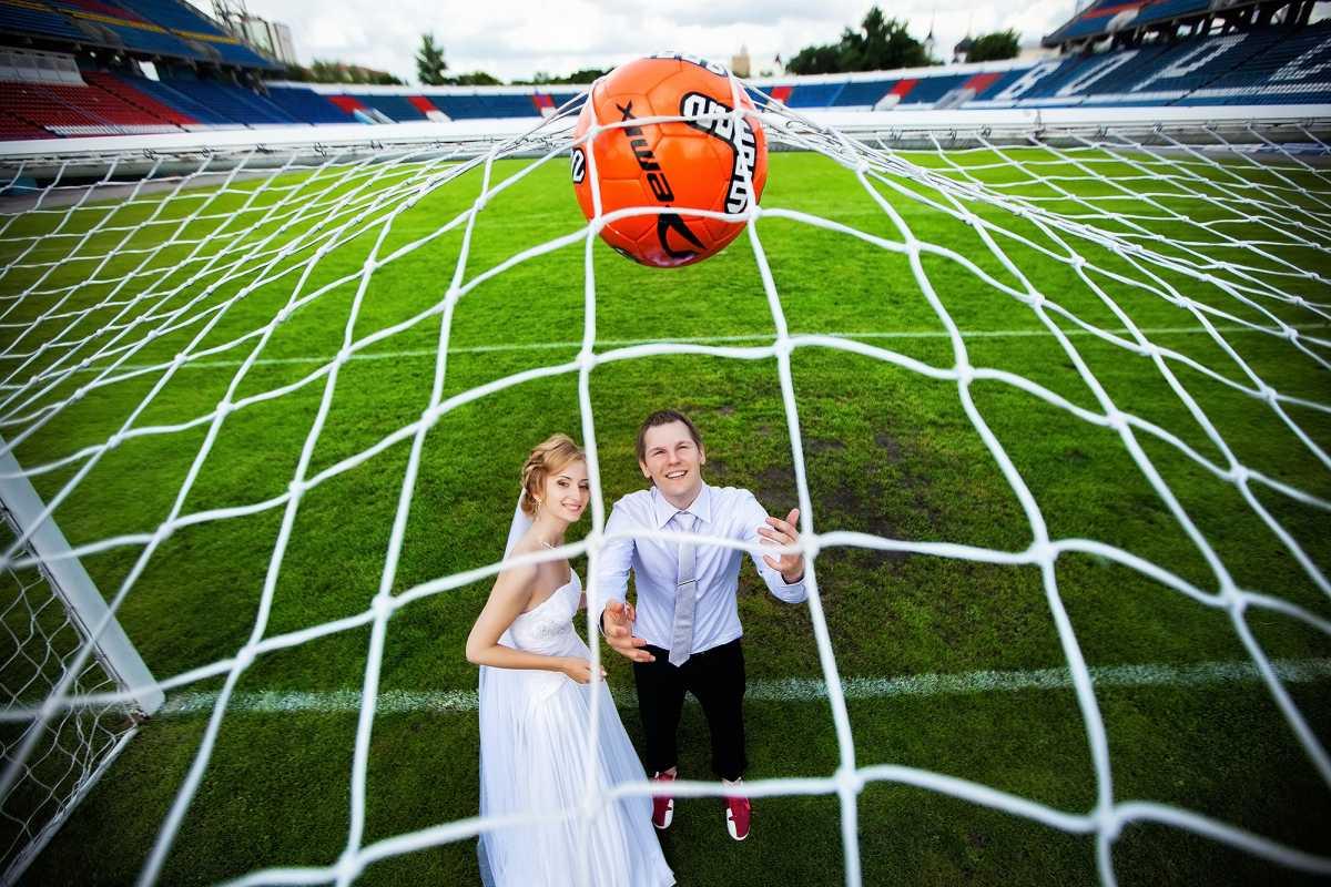 svadebnaya-fotosessiya-futbol Свадебная фотосессия в футбольных мотивах