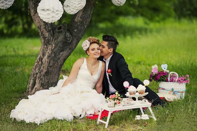 svadebnaya-fotosessiya-v-formate-piknika Свадебная фотосессия в форме пикника, сочетаем приятно с полезным