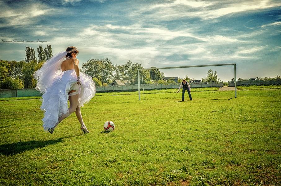 svadebnye-foto-futbol Свадебная фотосессия в футбольных мотивах