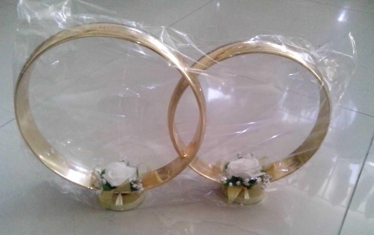 svadebnye-koltsa-bez-dekora-dlya-avto Виды декоративных колец для декора свадебного кортежа
