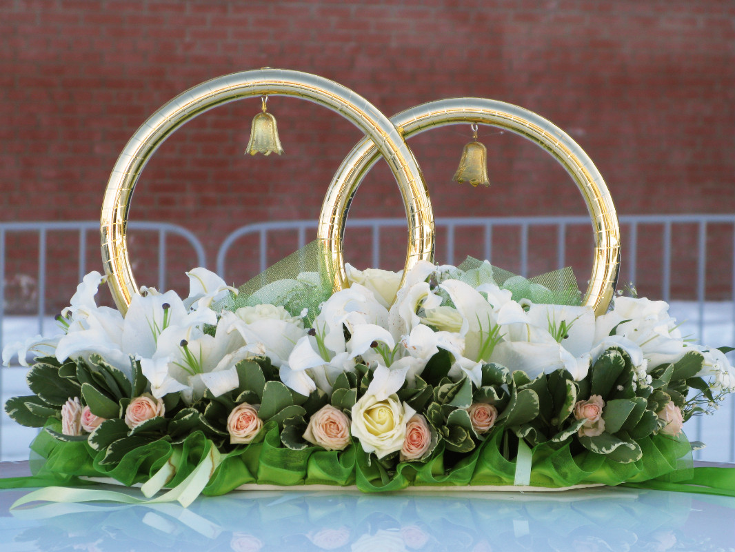 svadebnye-koltsa-dlya-avto-s-kolokolchikami Виды декоративных колец для декора свадебного кортежа