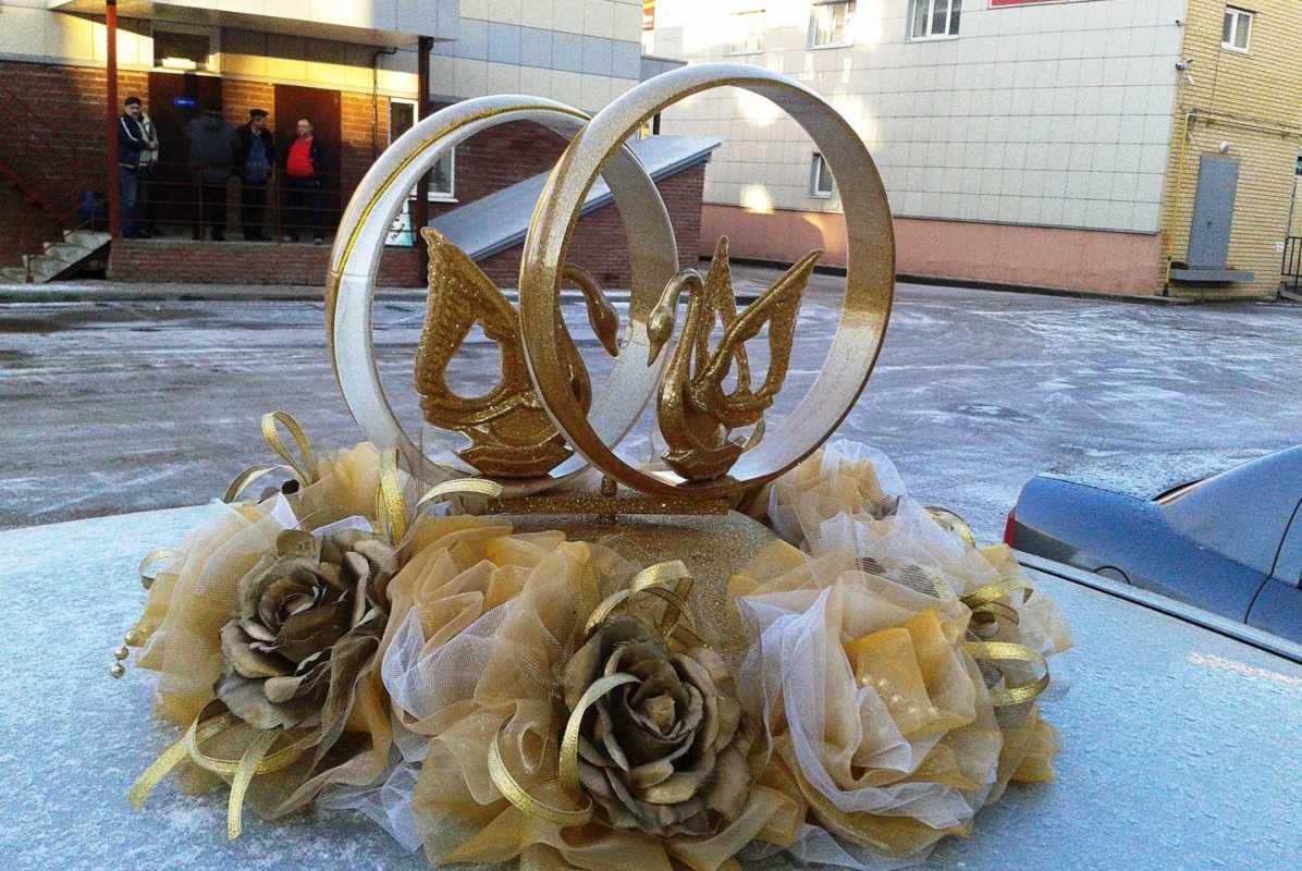 svadebnye-koltsa-s-lebedyami Виды декоративных колец для декора свадебного кортежа