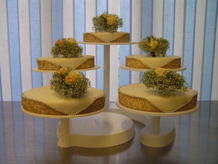 svadebnyj-tort-ruchnoj-raboty Стоит ли заказывать торт у частных кондитеров и кулинаров?