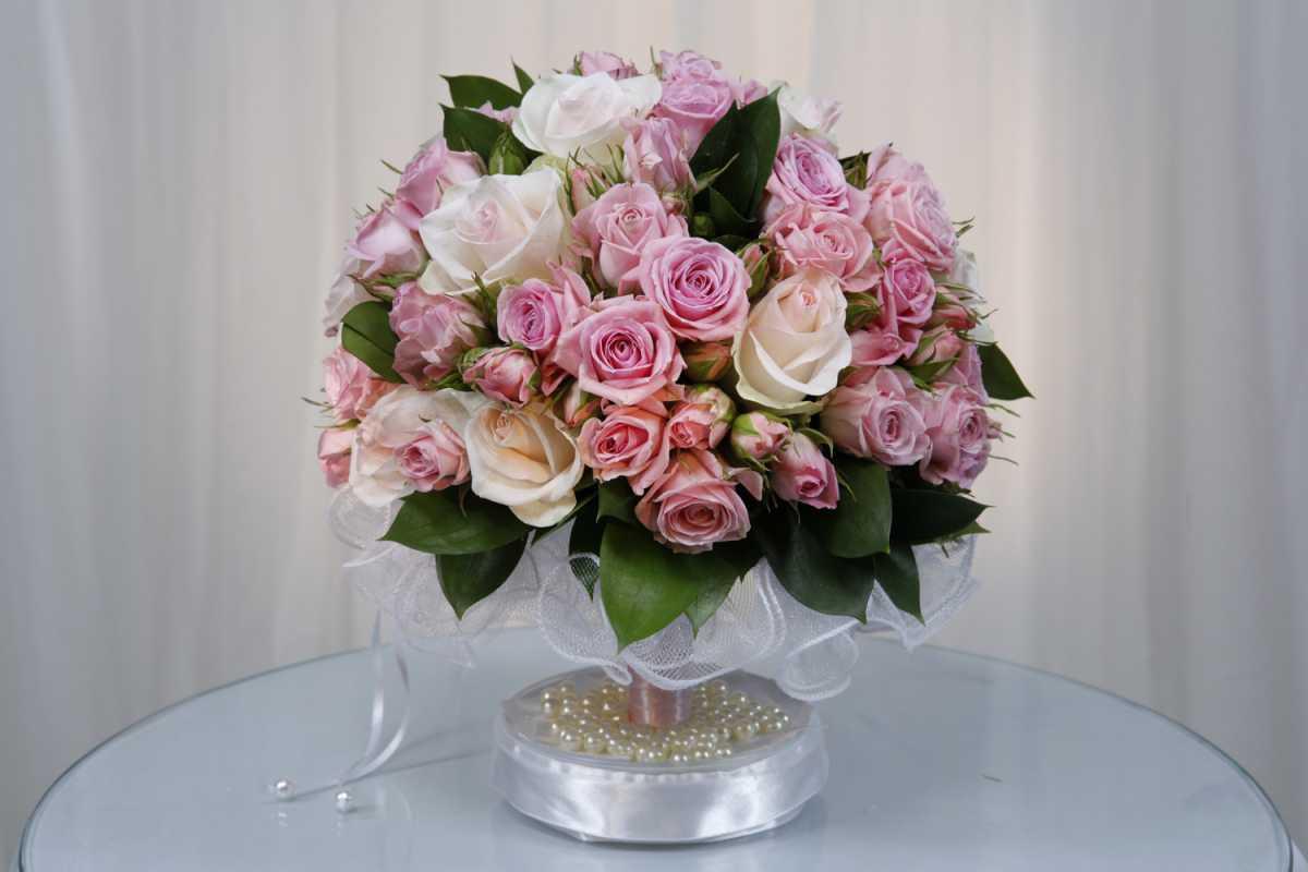 Выбираем цветы в подарок молодоженам на свадьбу