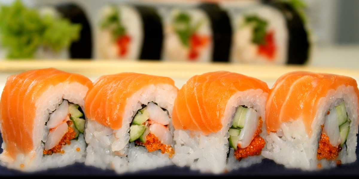 1-sushi-na-svadebnom-stole Суши на свадебном столе и в меню.