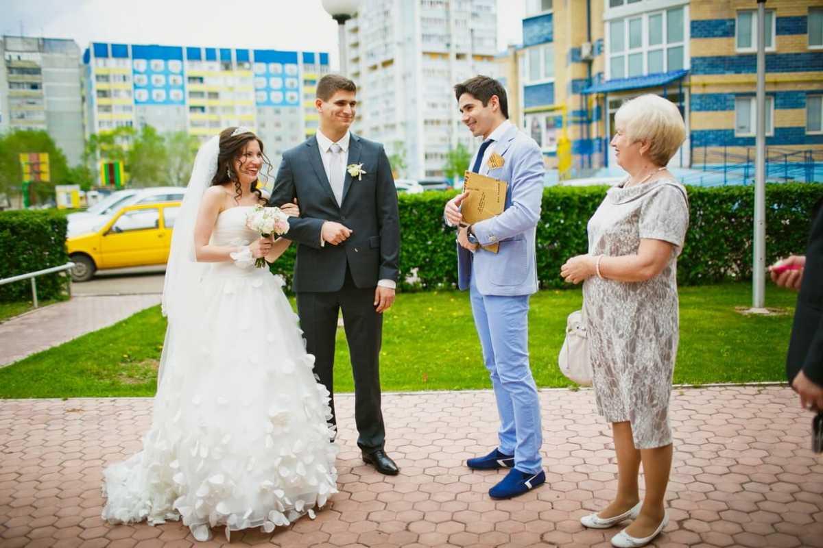1-svadebnye-pomoshhniki-papka-dlya-dokumentov Важный свадебный помощник - папка с документами