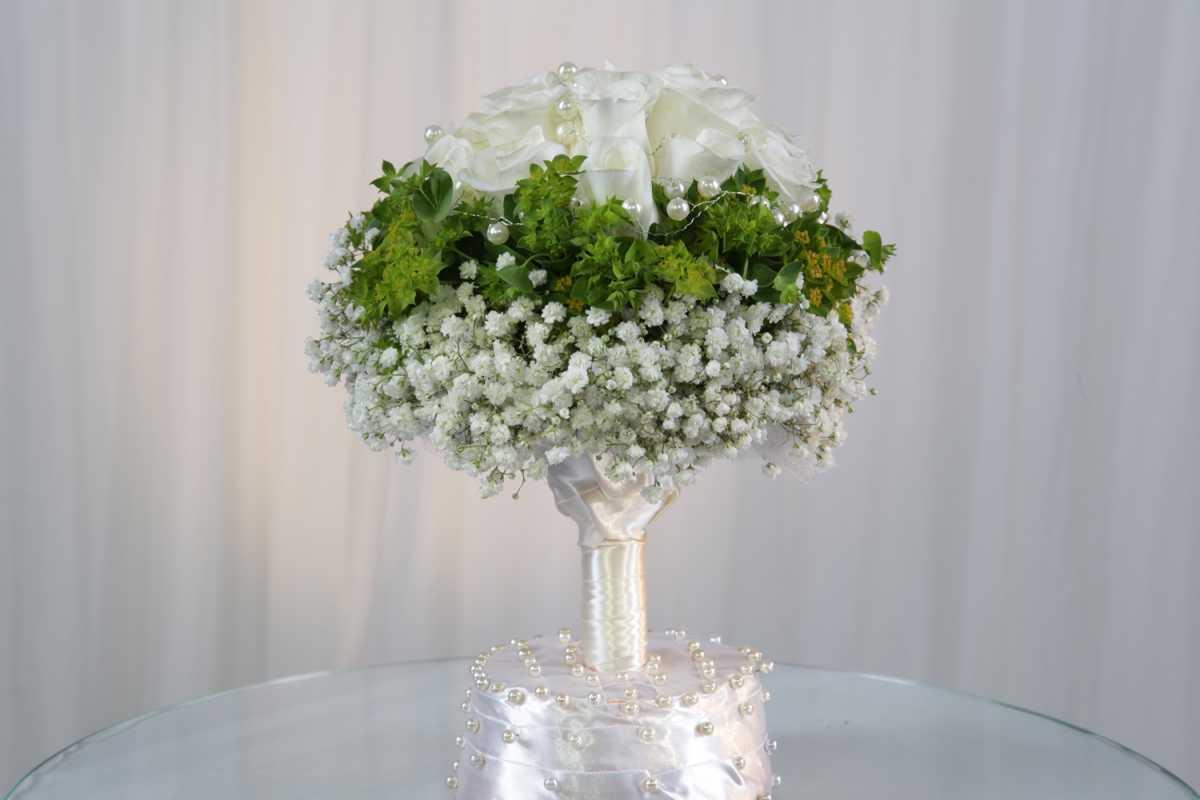 buket-molodozhenam-na-svadbu Выбираем цветы в подарок молодоженам на свадьбу