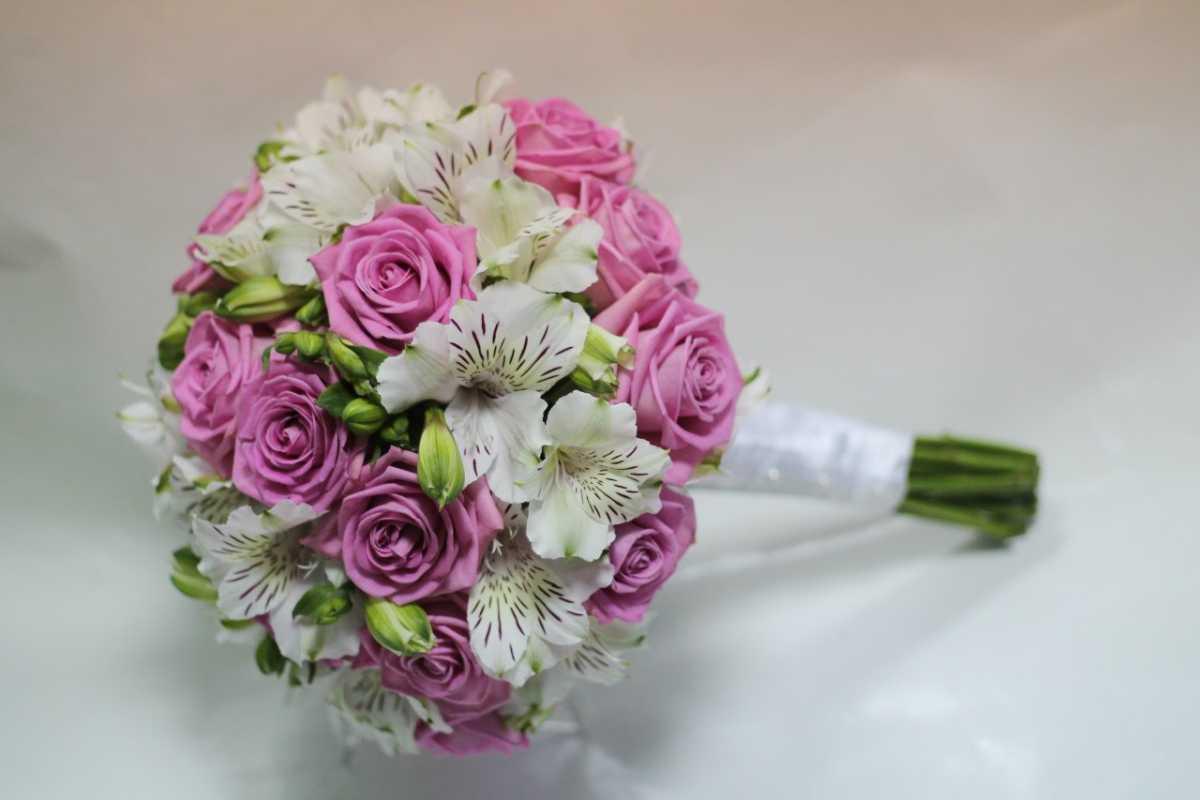 chto-delat-s-pojmannym-buketom-nevesty Стоит ли хранить букет невесты после свадьбы?