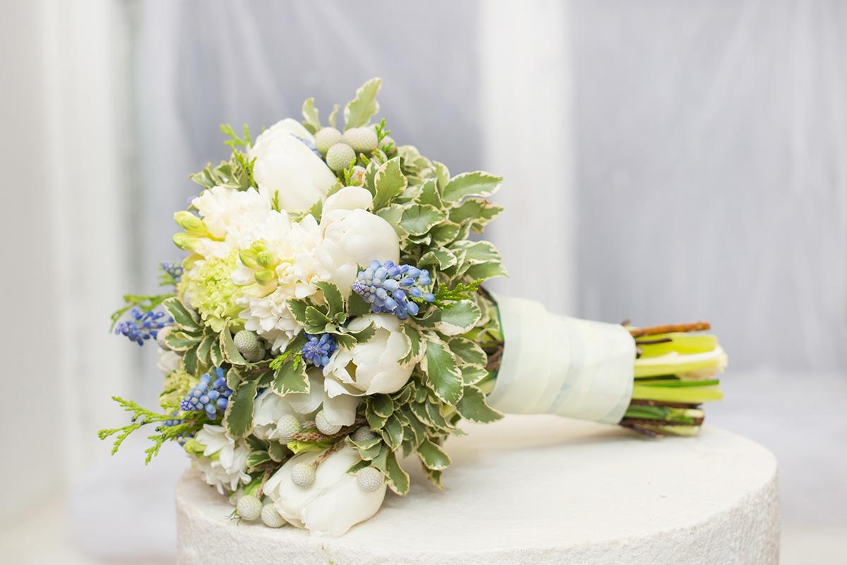 hranenie-buketa-podruzhkoj-nevesty-posle-svadby Стоит ли хранить букет невесты после свадьбы?