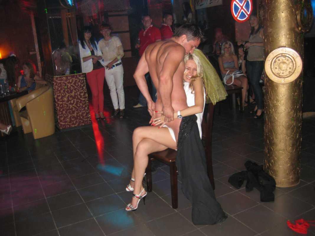 Стриптизер женской на вечеринке 6 фотография