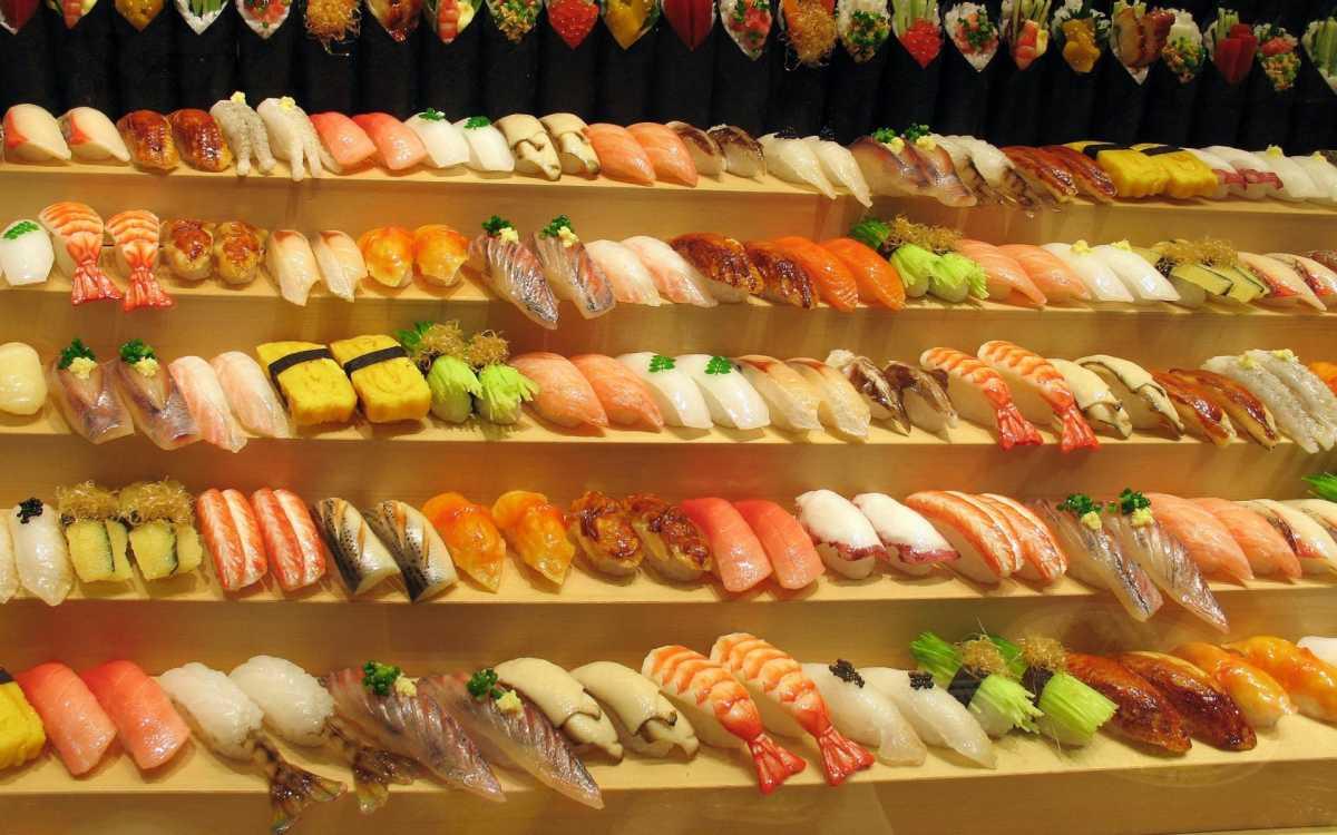 sushi-bar-na-svadbe Суши на свадебном столе и в меню.