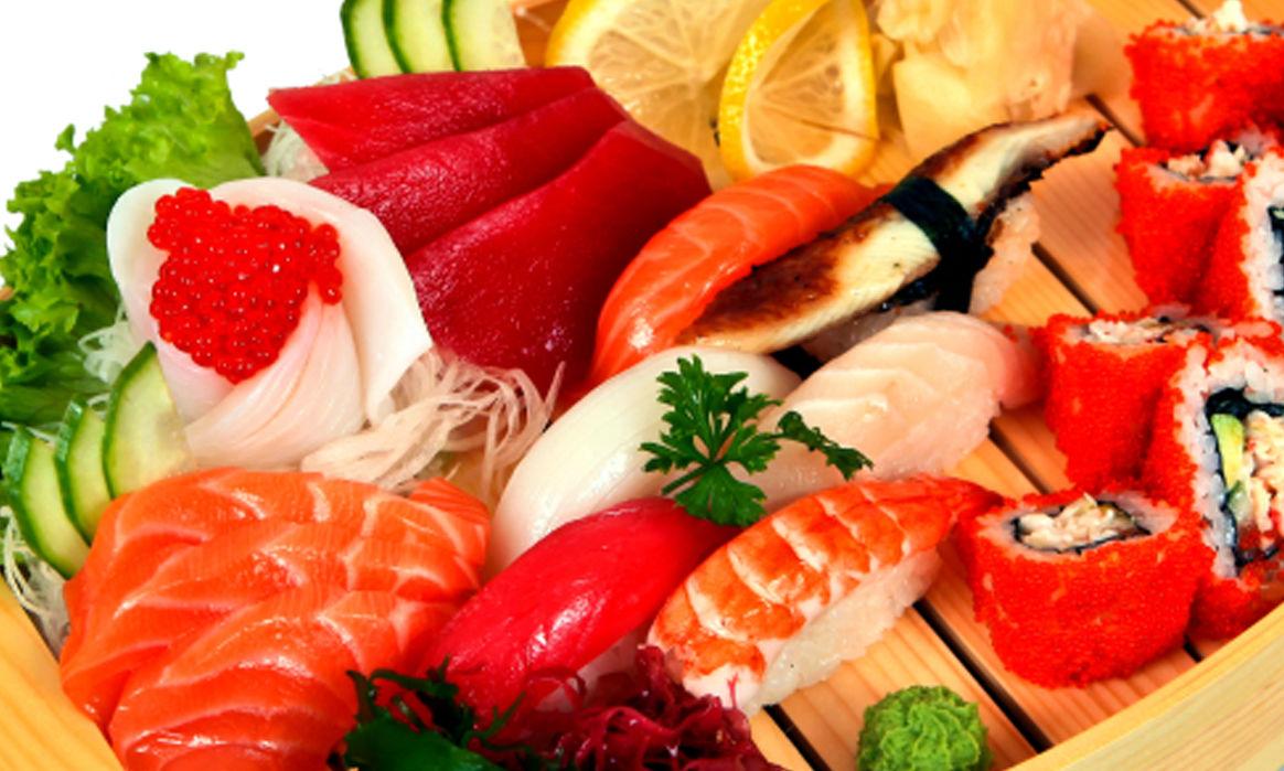 sushi-v-svadebnom-menyu Суши на свадебном столе и в меню.