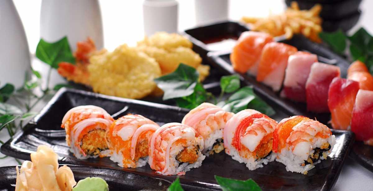 svadebnoe-menyu-sushi-i-rolly Суши на свадебном столе и в меню.