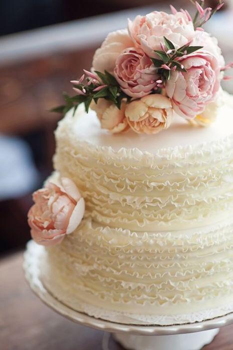 svadebnyj-tort-abazhyur ТОП-7 модных фактурных свадебных тортов