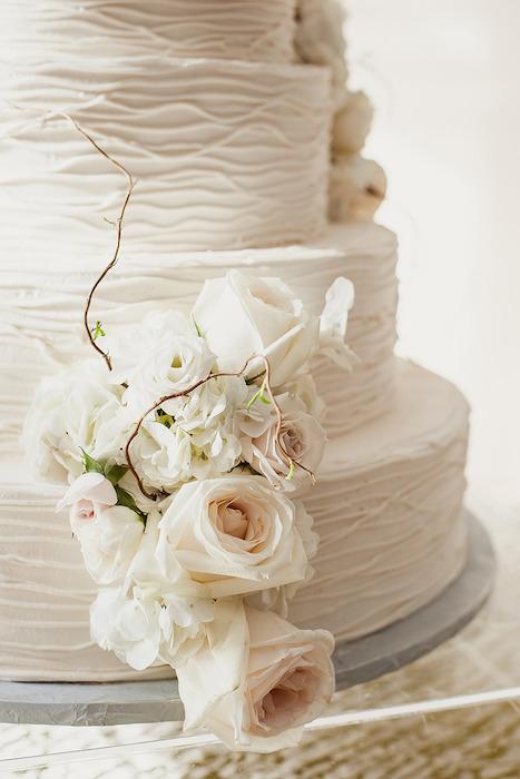 svadebnyj-tort-obemnye-linii ТОП-7 модных фактурных свадебных тортов