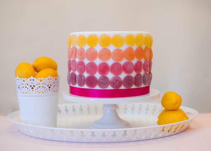 1-Byudzhetnyj-variant-svadebnogo-torta-marmeladom Бюджетный вариант свадебного торта с мармеладом