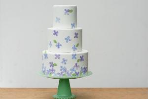 1-Dekor-torta-v-akvarelnom-stile-svoimi-rukami1 Свадебные мастер классы, нюансы и особенности создания полезных элементов для декора своей свадьбы