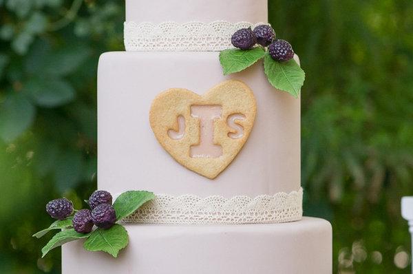 Делаем сладкую монограмму на свадебный торт