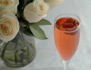 Шампанское с клубникой на свадьбу