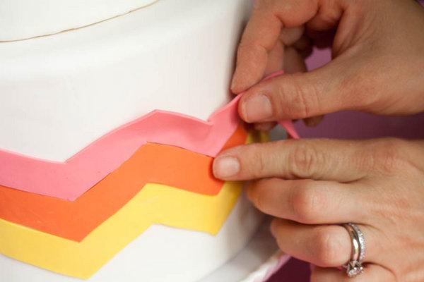 1-dekor-svadebnogo-torta-martsepanom-svoimi-rukami Свадебные мастер классы, нюансы и особенности создания полезных элементов для декора своей свадьбы