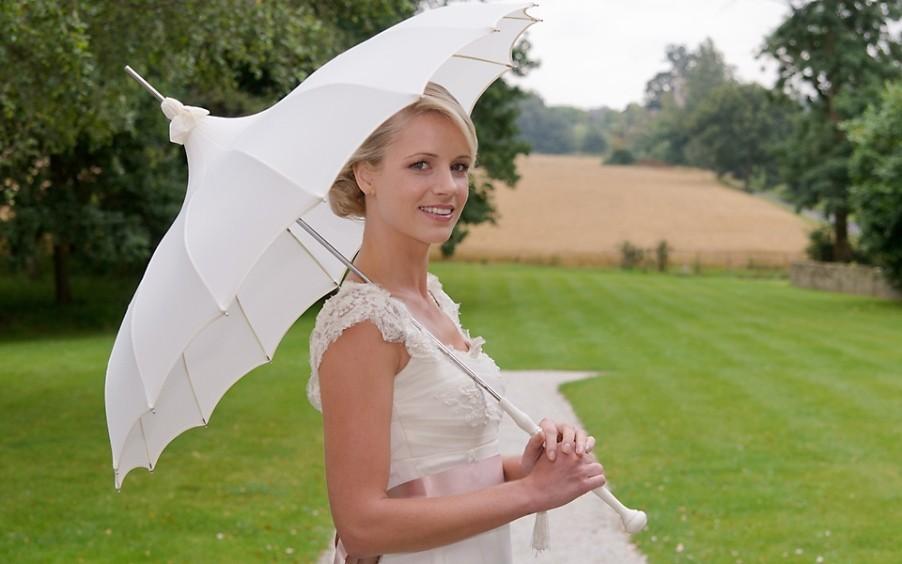 143412067814718.902x564.1412148452 Свадебный зонт– выбираем зонтик, стильный аксессуар невесты