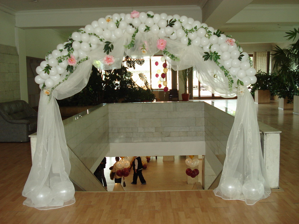 Arka-iz-sharov-na-svadbu-2 Арка из шаров на свадьбу бюджетный и довольно оригинальный вариант оформления торжества
