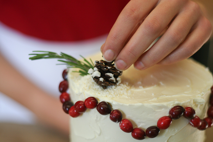 Dekor-zimnego-svadebnogo-torta-svoimi-rukami-14 Декор зимнего свадебного торта своими руками
