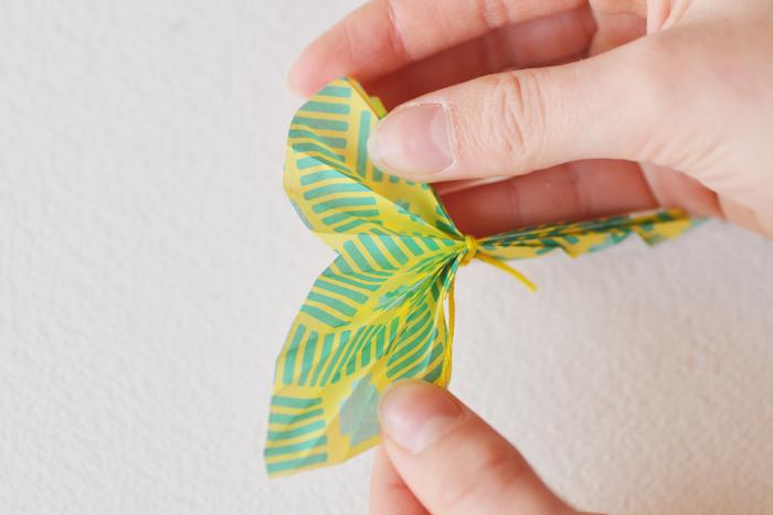 Delaem-kartochki-dlya-rassadki-gostej-s-babochkami-10 Делаем карточки для рассадки гостей с бабочками