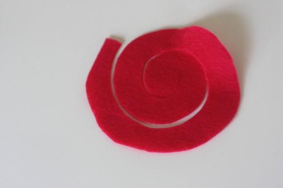 Fetrovyj-venok-na-svadbu-s-rozami-3 Фетровый венок с розами на свадьбу