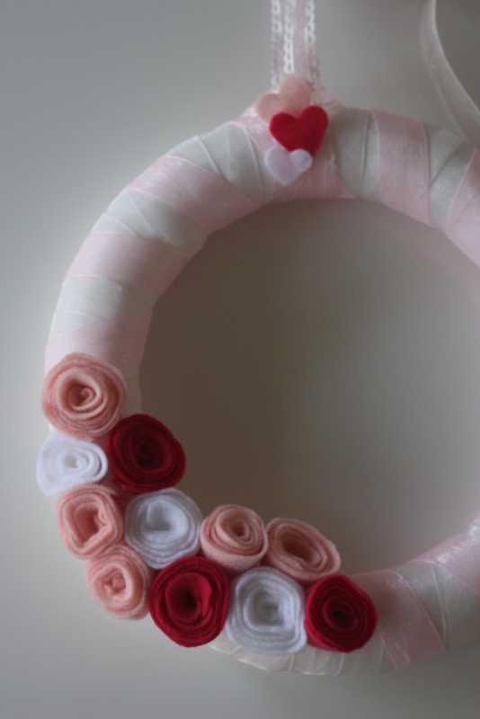 Fetrovyj-venok-na-svadbu-s-rozami-5 Фетровый венок с розами на свадьбу
