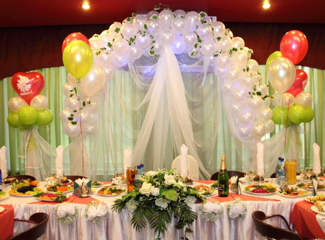 Nedorogoe-oformlenie-svadebnogo-zala-2 Как украсить зал на свадьбу: недорогое оформление свадебного зала