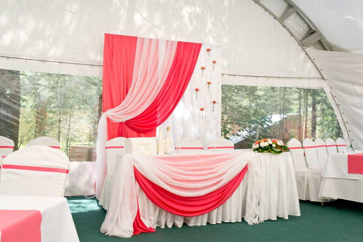 Nedorogoe-oformlenie-svadebnogo-zala-3 Как украсить зал на свадьбу: недорогое оформление свадебного зала
