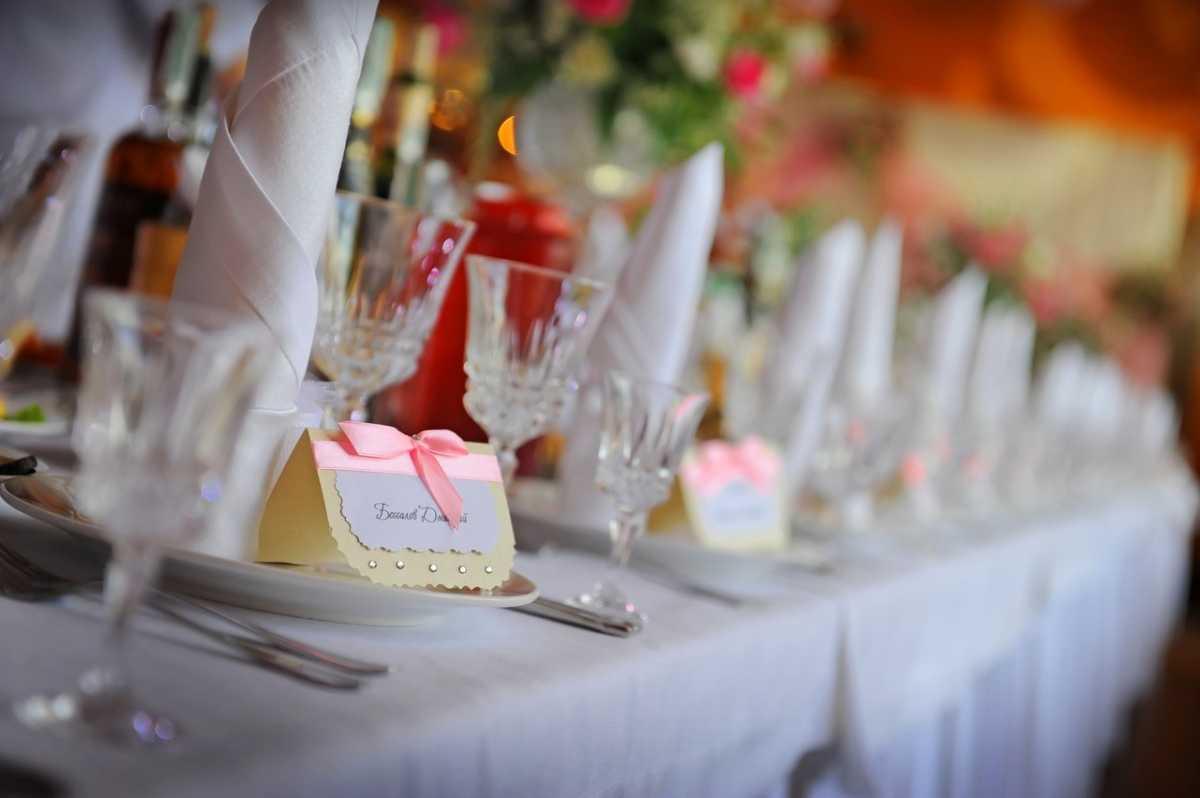 Nedorogoe-oformlenie-svadebnogo-zala-6 Как украсить зал на свадьбу: недорогое оформление свадебного зала