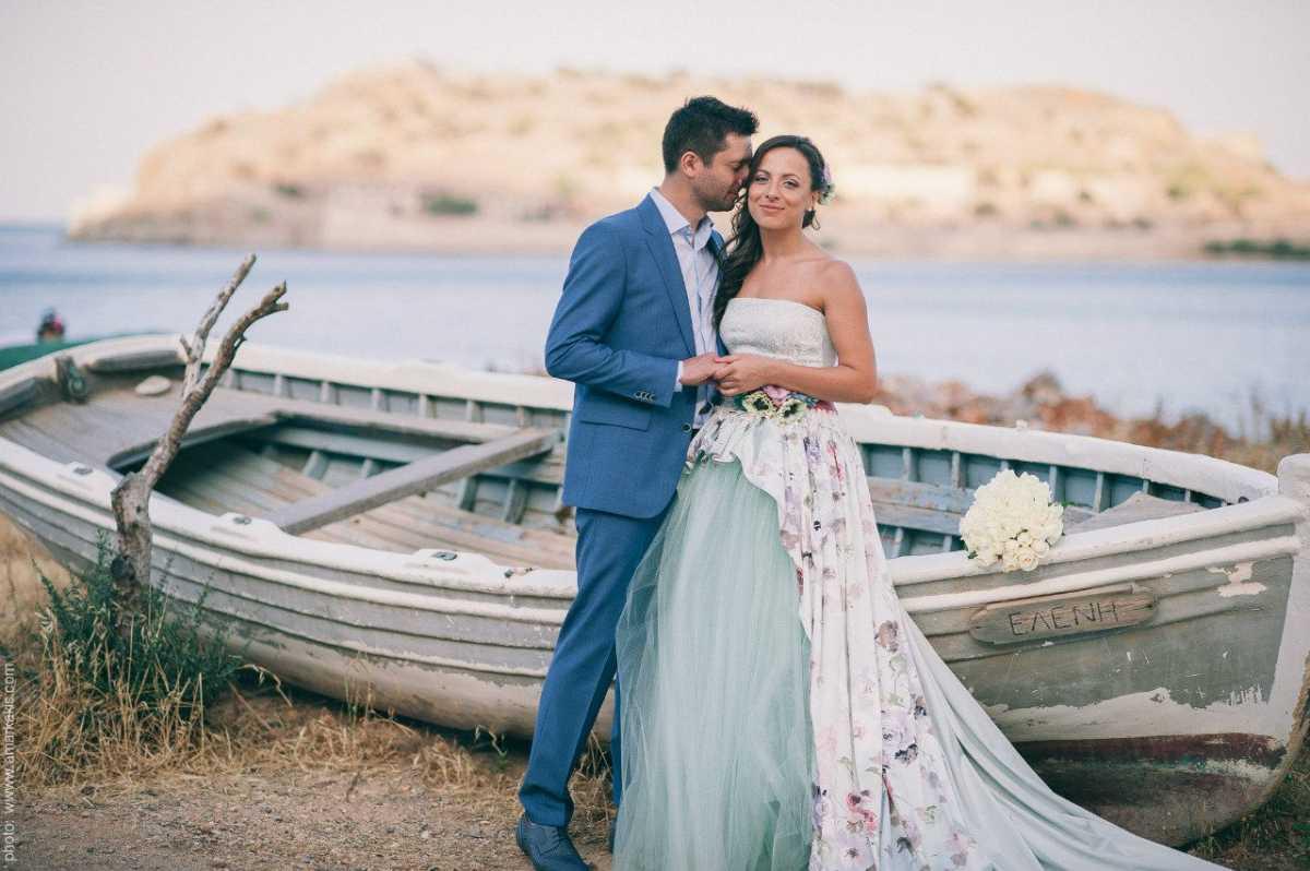 Нотки цветочного принта в образе невесты