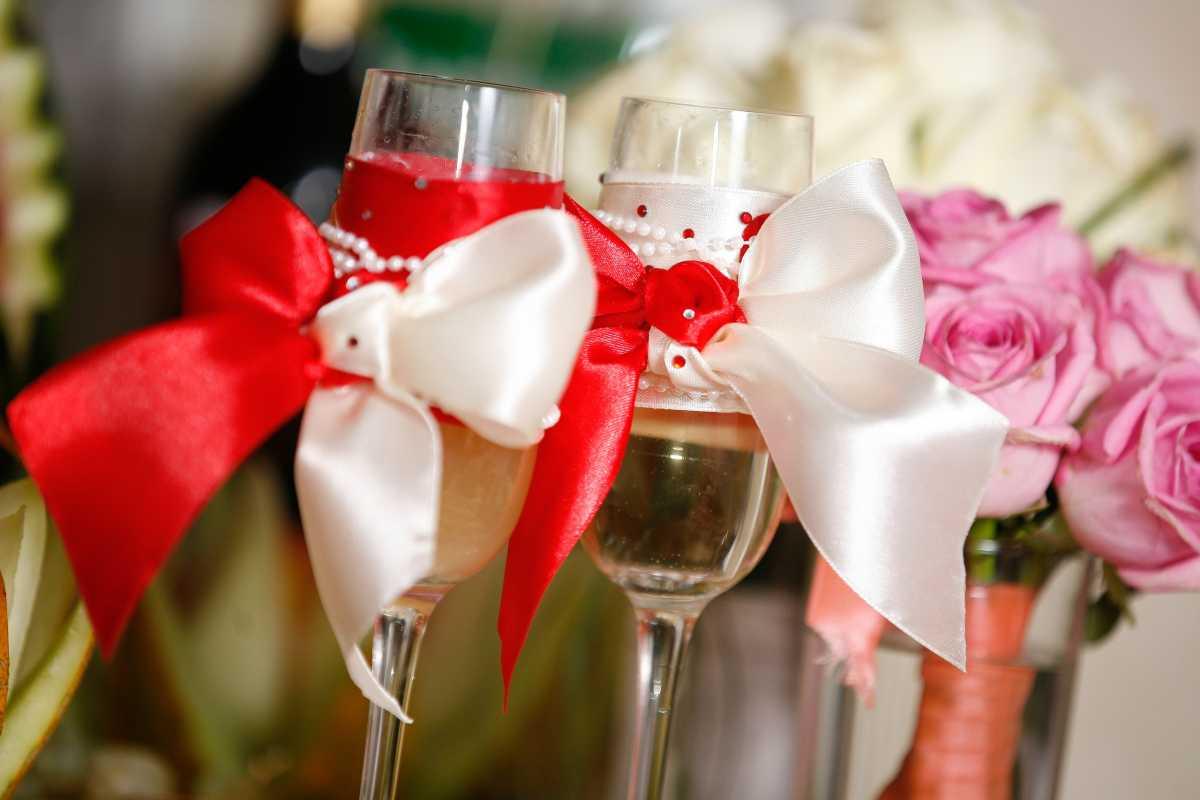 Oformlenie-svadebnyh-bokalov-i-butylok-3 Оформление свадебных бокалов и бутылок
