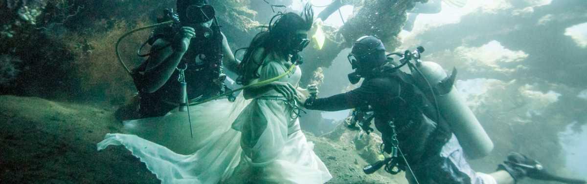Podvodnaya-svadebnaya-fotosessiya-9 Подводная свадебная фотосессия