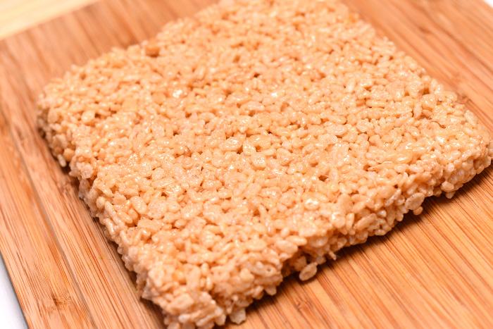 Sladkie-serdtsa-iz-vozdushnogo-risa-dlya-svadebnogo-Kendi-bara-7 Угощения для свадебного Кэнди бара: сладкие сердечки из воздушного риса